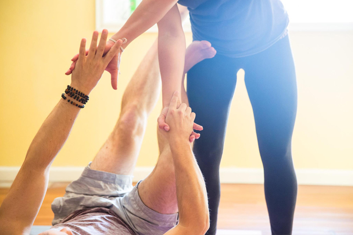 Valentines-day-yoga-for-couples