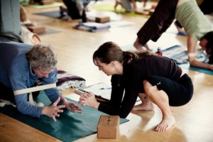 Roll out! Yoga tune up® for the upper body